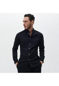 Reserved - Koszula super slim fit ze stójką - Czarny. Typ kołnierza: kołnierzyk stójkowy. Kolor: czarny