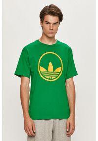Zielony t-shirt adidas Originals casualowy, z okrągłym kołnierzem, na co dzień, z nadrukiem