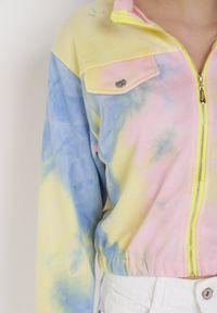 Born2be - Żółto-Niebieska Bluza Poreidella. Typ kołnierza: kołnierzyk stójkowy. Kolor: żółty. Materiał: dzianina. Długość rękawa: długi rękaw. Długość: długie