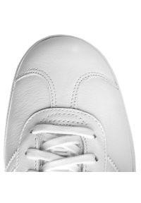 Białe półbuty Adidas eleganckie, z cholewką