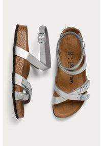Srebrne sandały Birkenstock na klamry, gładkie, bez obcasa