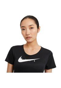 Koszulka damska do biegania Nike Run Swoosh CZ9278. Materiał: poliester, materiał. Długość rękawa: krótki rękaw. Technologia: Dri-Fit (Nike). Długość: krótkie. Sport: bieganie