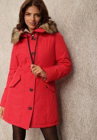 Renee - Czerwona Kurtka Nikane. Okazja: na co dzień. Kolor: czerwony. Materiał: tkanina, dzianina, futro. Długość rękawa: długi rękaw. Długość: długie. Styl: casual
