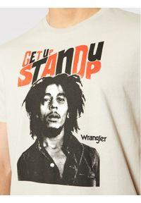 Wrangler T-Shirt Stand Up W782EEM00 Szary Regular Fit. Kolor: szary