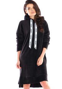 Awama - Luźna Welurowa Sukienka z Logowaną Taśmą - Czarna. Kolor: czarny. Materiał: welur