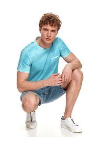 TOP SECRET - Cieniowany t-shirt męski. Kolor: niebieski. Materiał: bawełna, tkanina. Długość rękawa: krótki rękaw. Długość: krótkie
