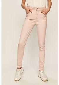 Różowe jeansy Levi's® w kolorowe wzory, biznesowe, na spotkanie biznesowe