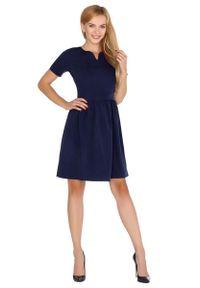 Merribel - Granatowa Rozkloszowana Sukienka z Nowoczesnymi Akcentami. Kolor: niebieski. Materiał: poliester, wiskoza, elastan