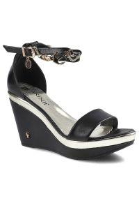 Czarne sandały Carinii