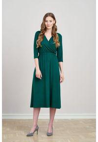 Marie Zélie - Sukienka Rita ciemnozielona mikromodal. Typ kołnierza: dekolt kopertowy. Kolor: zielony. Materiał: wiskoza, dzianina, elastan, włókno, skóra. Długość rękawa: krótki rękaw. Typ sukienki: proste, kopertowe