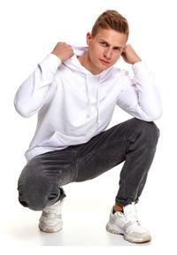 TOP SECRET - Bluza nierozpinana męska kangurka. Typ kołnierza: kaptur. Kolor: biały. Materiał: materiał. Długość: długie. Sezon: wiosna, zima. Styl: sportowy