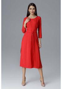 Figl - Czerwona Rozkloszowana Wizytowa Sukienka z Przeszyciami i Paskiem. Kolor: czerwony. Materiał: poliester. Styl: wizytowy