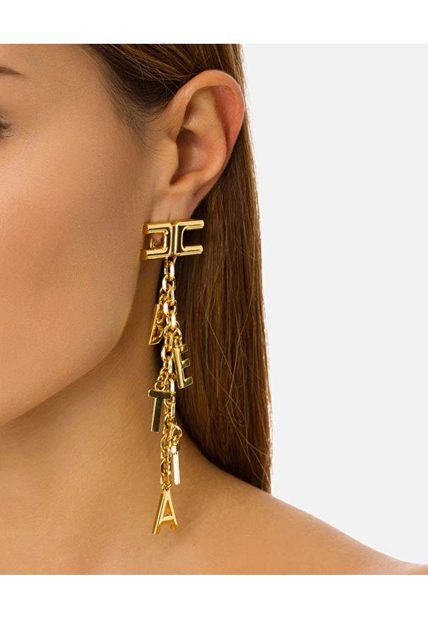 Elisabetta Franchi - ELISABETTA FRANCHI - Wiszące kolczyki z przywieszkami. Materiał: złote. Kolor: złoty. Wzór: aplikacja