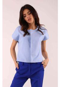 Nommo - Błękitna Pudełkowa Bluzka z Krytym Zapięciem. Kolor: niebieski. Materiał: wiskoza, poliester