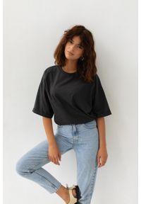 Marsala - T-shirt typu oversize w kolorze MOONLIT OCEAN- COY BY MARSALA. Materiał: elastan, bawełna. Styl: elegancki