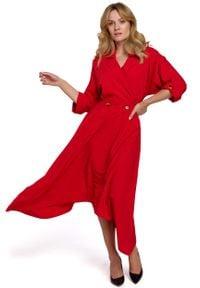 MOE - Czerwona Asymetryczna Rozkloszowana Sukienka z Kopertowym Dekoltem. Kolor: czerwony. Materiał: elastan, poliester. Typ sukienki: kopertowe, asymetryczne