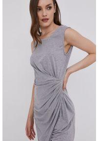 Answear Lab - Sukienka. Kolor: szary. Typ sukienki: rozkloszowane. Styl: wakacyjny