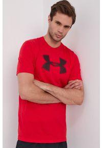 Under Armour - T-shirt. Kolor: czerwony. Materiał: dzianina. Wzór: nadruk