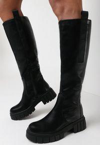 Born2be - Czarne Kozaki Meridah. Nosek buta: okrągły. Zapięcie: zamek. Kolor: czarny. Szerokość cholewki: normalna. Wzór: aplikacja. Wysokość cholewki: przed kolano. Materiał: dzianina, skóra, prążkowany. Obcas: na obcasie. Wysokość obcasa: niski