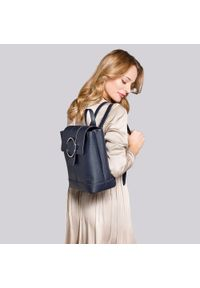 Wittchen - Damski skórzany plecak z metalowym kółkiem. Kolor: niebieski. Materiał: skóra. Wzór: haft, paski. Styl: klasyczny, elegancki #3