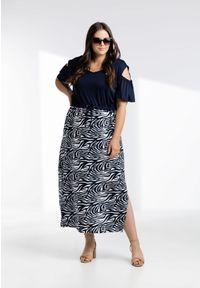 Moda Size Plus Iwanek - Sukienka Dolores z motywem zebry XXL OVERSIZE LATO. Okazja: na co dzień, do pracy, na spotkanie biznesowe. Materiał: elastan, wiskoza, tkanina, materiał. Wzór: motyw zwierzęcy. Sezon: lato. Typ sukienki: oversize. Styl: casual, biznesowy #1