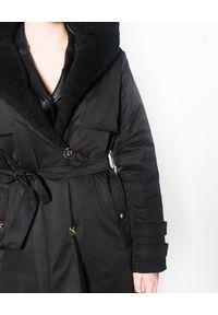 Czarna kurtka z aplikacjami, z kapturem