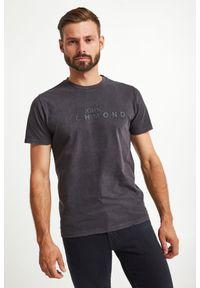 T-shirt John Richmond w kolorowe wzory, elegancki