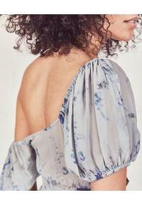 LOVE SHACK FANCY - Sukienka z jedwabiu Angie. Kolor: niebieski. Materiał: jedwab. Wzór: nadruk, aplikacja, kwiaty. Długość: maxi