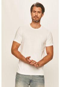 Levi's® - Levi's - T-shirt. Okazja: na spotkanie biznesowe. Kolor: biały. Materiał: materiał. Wzór: aplikacja. Styl: biznesowy