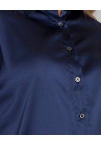 SOLUZIONE - Granatowa bluzka z jedwabiu. Okazja: na co dzień. Kolor: niebieski. Materiał: jedwab. Długość: długie. Styl: casual