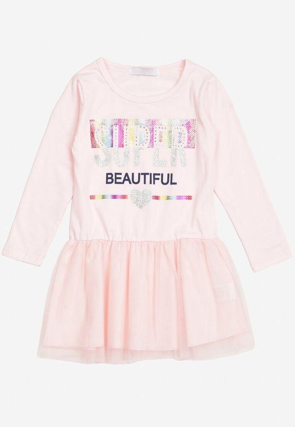 Born2be - Jasnoróżowa Sukienka Nixona. Okazja: na co dzień. Kolor: różowy. Materiał: tiul. Długość rękawa: długi rękaw. Wzór: napisy, nadruk, aplikacja, kolorowy. Styl: klasyczny, casual