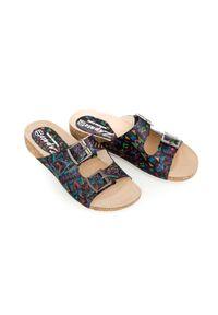 Zapato - klapki na korkowej podeszwie - skóra naturalna - model 340 - kolor indian. Okazja: na imprezę, na co dzień. Materiał: skóra. Wzór: motyw zwierzęcy, nadruk, kolorowy, kwiaty. Sezon: lato, wiosna. Obcas: na płaskiej podeszwie. Styl: klasyczny, wakacyjny, casual