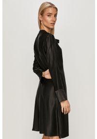 Hugo - Sukienka. Kolor: czarny. Materiał: tkanina. Długość rękawa: długi rękaw. Wzór: gładki. Typ sukienki: rozkloszowane