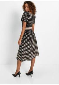 Sukienka dzianinowa w groszki bonprix czarno-kamienisty w kropki. Kolor: czarny. Materiał: dzianina. Wzór: grochy, kropki
