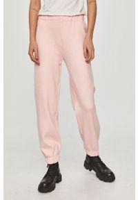 Różowe spodnie dresowe Answear Lab