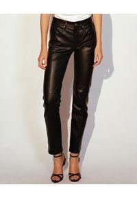 JENESEQUA - Spodnie skórzane Toronto. Kolor: czarny. Materiał: skóra. Wzór: aplikacja. Styl: klasyczny