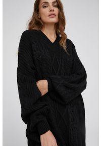 Answear Lab - Sukienka z domieszką wełny. Kolor: czarny. Materiał: wełna. Długość rękawa: długi rękaw. Wzór: gładki. Styl: wakacyjny