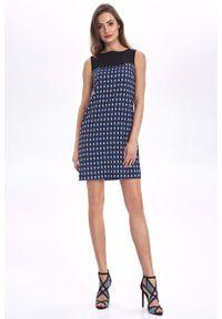 Nife - Krótka Sukienka bez Rękawów z Graficznym Wzorem. Materiał: poliester. Długość rękawa: bez rękawów. Długość: mini