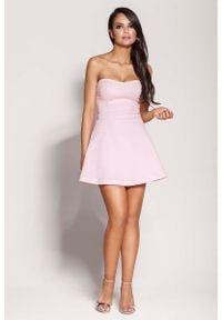 Dursi - Różowa Mini Sukienka z Odkrytymi Ramionami. Kolor: różowy. Materiał: elastan, nylon, bawełna. Typ sukienki: z odkrytymi ramionami. Długość: mini