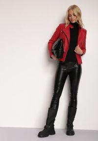 Renee - Czerwona Ramoneska Thaeliala. Typ kołnierza: kołnierzyk stójkowy. Kolor: czerwony. Materiał: tkanina. Styl: klasyczny, elegancki
