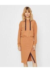 ICON - Sukienka dresowa Caramel. Kolor: brązowy. Materiał: dresówka. Długość rękawa: długi rękaw