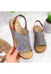 Niebieskie sandały Rieker w ażurowe wzory