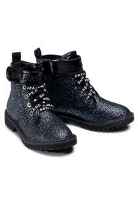 Pepe Jeans - Trapery PEPE JEANS - Hatton Velcro PGS50162 Volga Blue 577. Okazja: na spacer. Kolor: niebieski. Materiał: skóra, skóra ekologiczna, materiał. Szerokość cholewki: normalna. Wzór: aplikacja. Sezon: zima. Styl: młodzieżowy