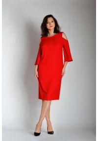 Nommo - Czerwona Prosta Midi Sukienka z Rozkloszowanym Rękawem PLUS SIZE. Kolekcja: plus size. Kolor: czerwony. Materiał: wiskoza, poliester. Typ sukienki: dla puszystych, proste. Długość: midi