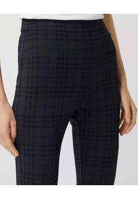 Burberry - BURBERRY - Granatowe legginsy w kratkę. Stan: podwyższony. Kolor: niebieski. Materiał: dzianina. Wzór: kratka. Styl: klasyczny #4