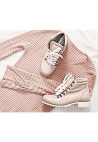 Różowe botki Zapato z nadrukiem, eleganckie, z cholewką za kostkę