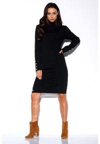Lemoniade - Czarna Swetrowa Sukienka z Golfem Ozdobiona Guzikami. Typ kołnierza: golf. Kolor: czarny. Materiał: akryl. Wzór: aplikacja