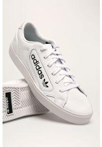 Białe buty sportowe adidas Originals na obcasie, na średnim obcasie, z okrągłym noskiem