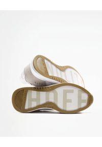 HOFF - Białe sneakersy Nolita. Okazja: na co dzień. Kolor: biały. Materiał: guma, materiał, zamsz. Wzór: nadruk