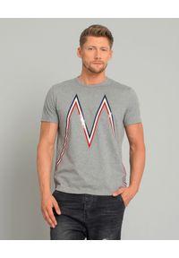MONCLER - Szara koszulka z logo. Kolor: szary. Materiał: wełna, jeans, bawełna. Wzór: aplikacja